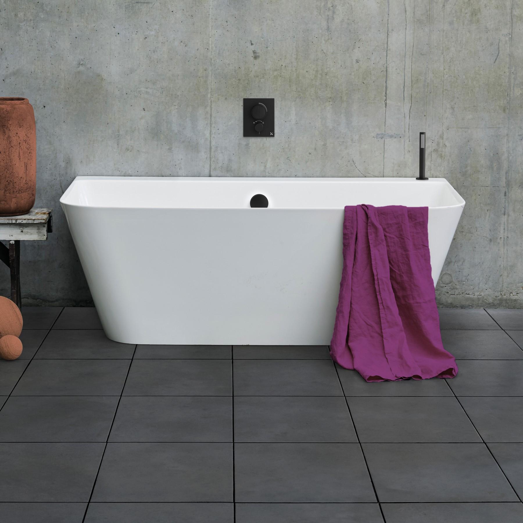 Artist Back to Wall Bath