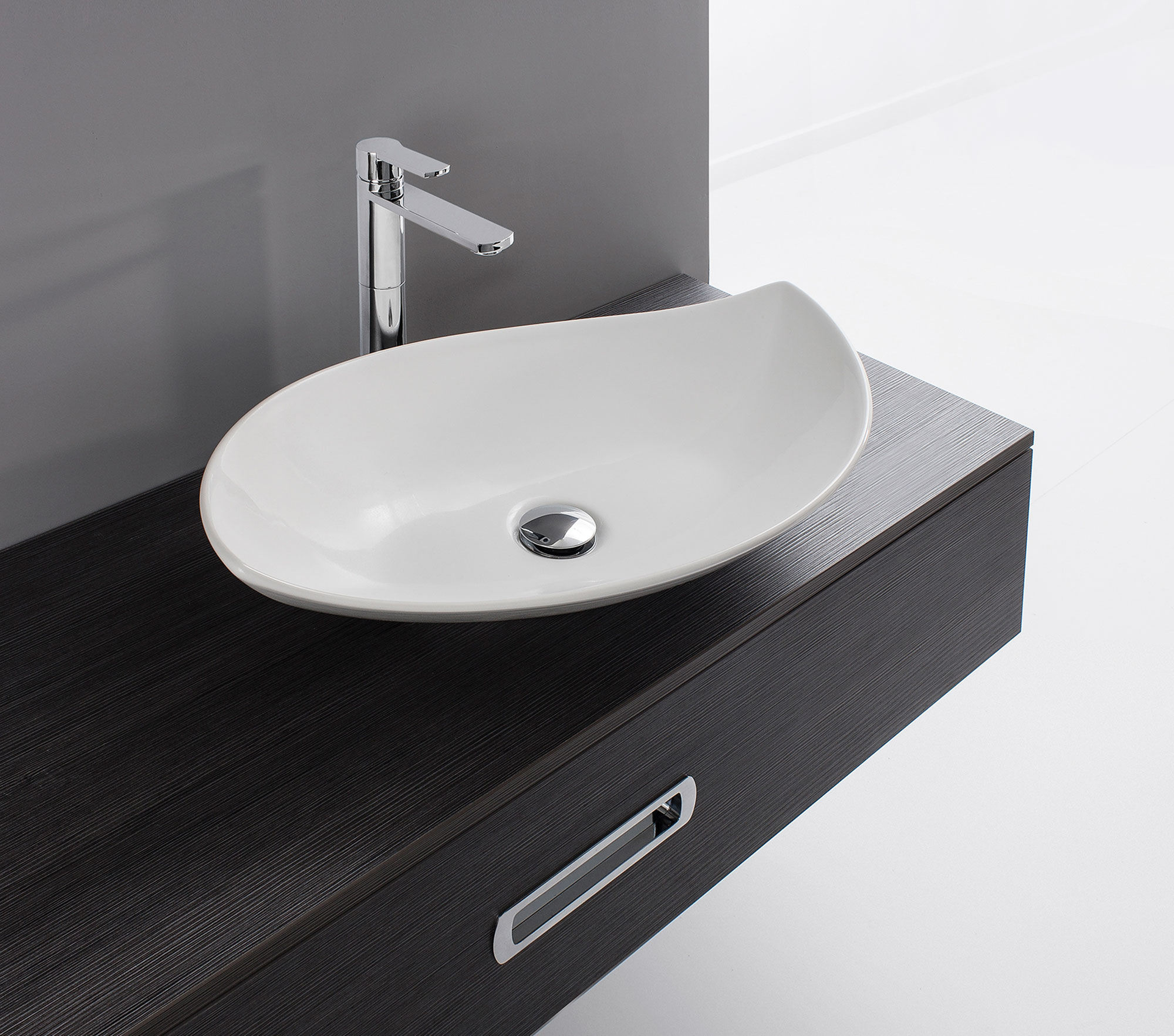 On Trend Bathroom Colors: Stylish Sculptural Basins For An On-Trend Bathroom