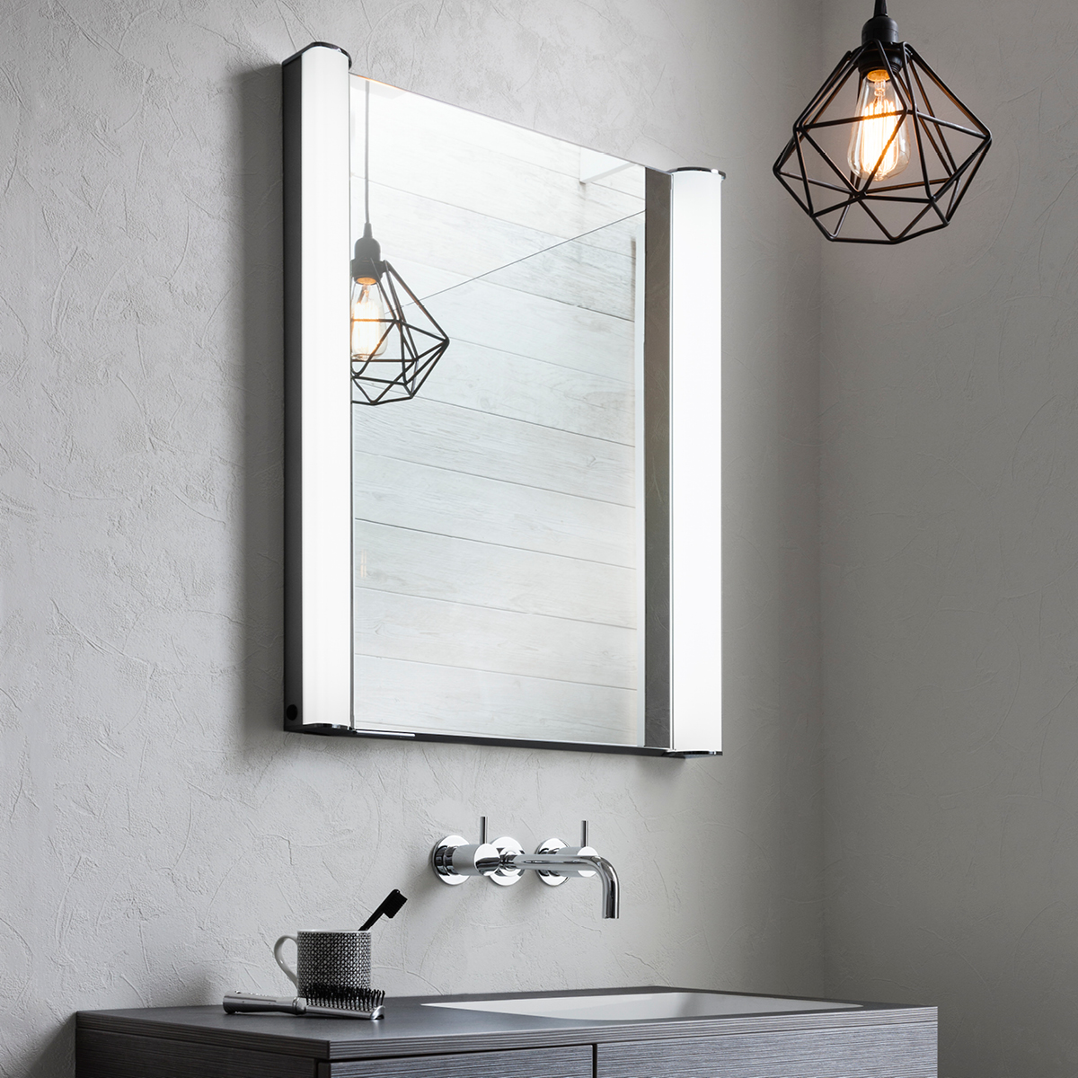 duo 600 illuminated mirrored cabinet in duo luxury 17586
